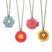Mini Flower Necklaces Layla Amber