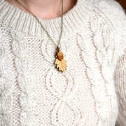 small-leaf-and-acorn-necklace