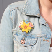 daffodil-posy-brooch-wearing