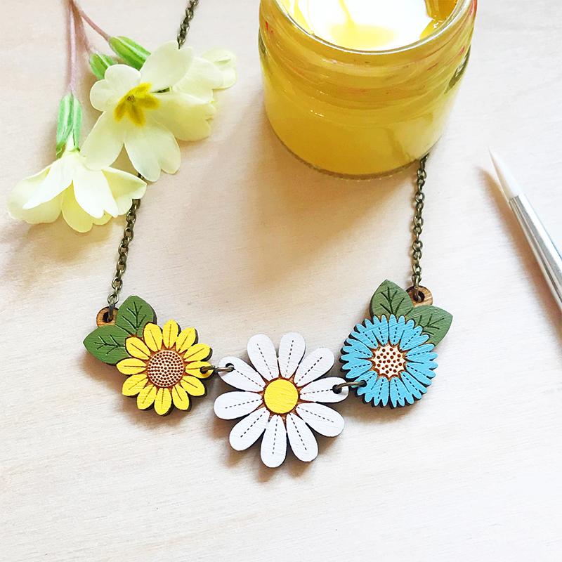 layla amber daisy necklace
